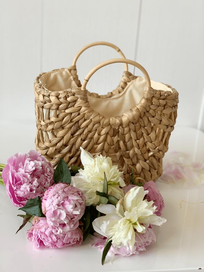 Kleine Basket Bag mit Blumen